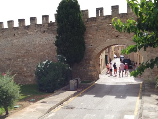 Alcudia Old Town : way to oldtown2.