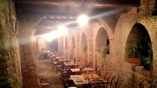 Citerna, Włochy: ..il loggiato