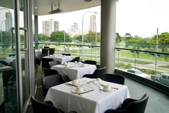 Southport, Australien: Balcony area with a sweeping view of the Broadwaters