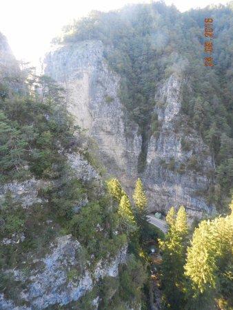 Coredo, Italia: Lo strapiombo sotto il Santuario