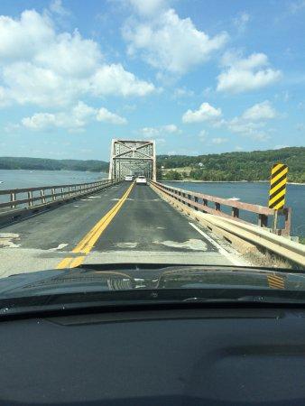 แบรนสัน, มิสซูรี่: Bridge over the lake