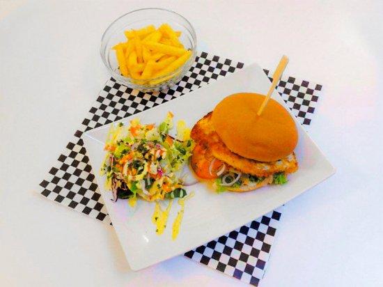 Arlon, Belgique : Notre super burger de poulet pané