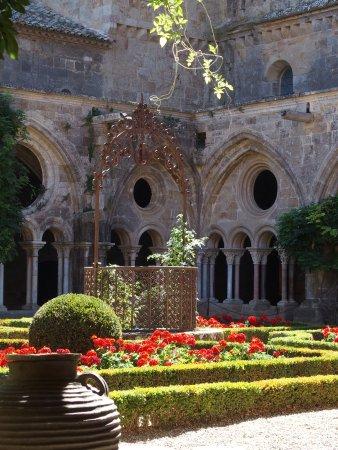 Narbonne, Francia: La cour centrale
