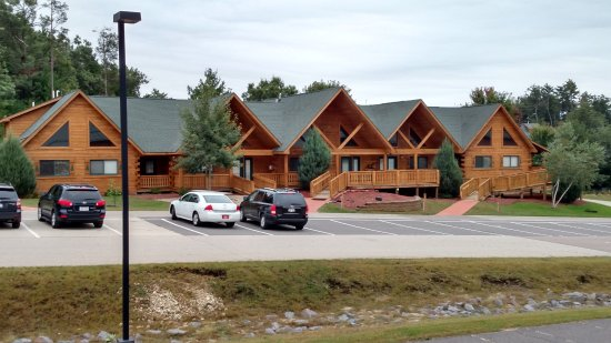 Warrens, WI : The smaller surrounding lodges are probably more convenient for the road-weary traveler.