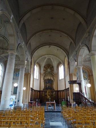 Tournai, Belgia: vue de la porte d'entrée de l'église Saint Jean