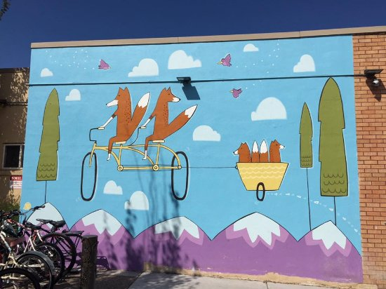 Fort Collins, CO: Neat art on the outside