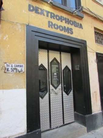 Dextrophobia Rooms