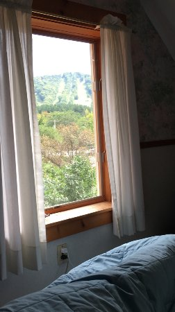 Charlemont, Массачусетс: Great location. Convenient and cozy lodge right on site with everything you need. Very nice and