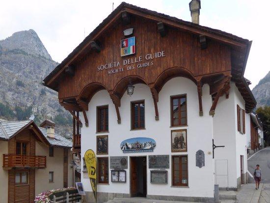 Museo Alpino Duca degli Abruzzi: Il museo è nella sede dalla Società delle Guide Alpine