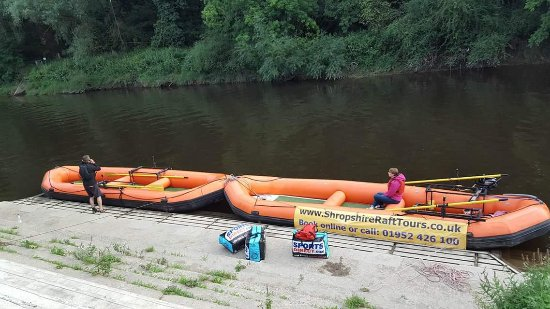Ironbridge, UK: Getting ready for the river festival