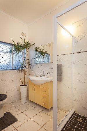 Grahamstown, Zuid-Afrika: En suite bathroom