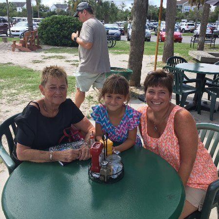 Isle of Palms, SC: Outdoor seating by the Marina