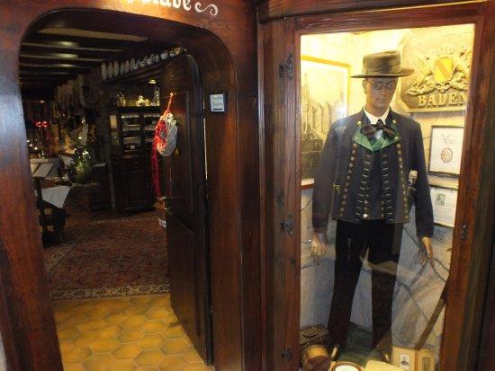 Hotel zum Weyssen Roessle: Eingang Restaurant