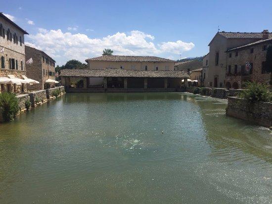 Σαν Κουιρίκο Ντόρτσια, Ιταλία: lato est