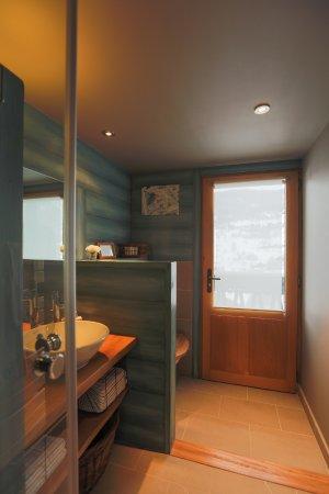 Saint-Jean-de-Sixt, Francia: Salle de bains VIROLET
