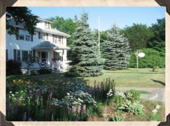 Cranberry Gardens Inn: Gardens