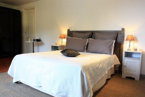Lauris, فرنسا: cchambre -la provence, tout confort (clim, tv, wifi, douche et wc privés