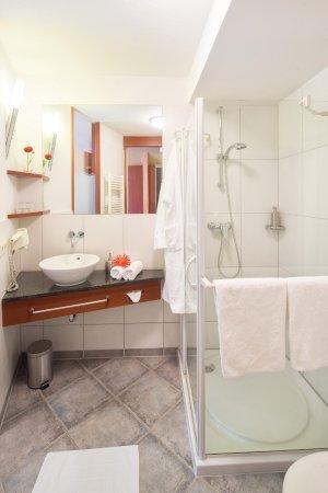 Hotel Felsentor: Badezimmer Einzelzimmer mit französischem Bett