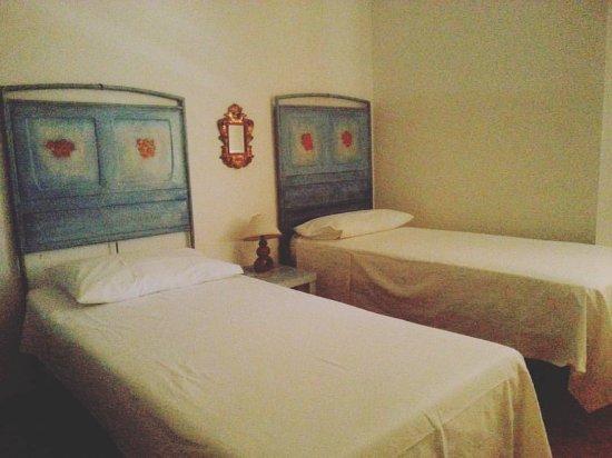 Ozieri, إيطاليا: Accogliente e confortevole camera con due letti e ampio armadio