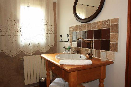 Lauris, Frankrig: salle d'eau à l'italienne, produits d'accueil, linge de toilette