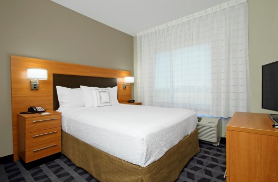 McKinney, TX : Queen Size Bed in One Bedroom Suite