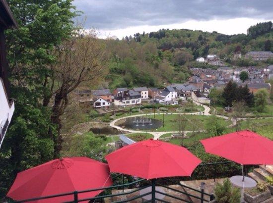 Les Genets: terrasse et vue sur la vallée