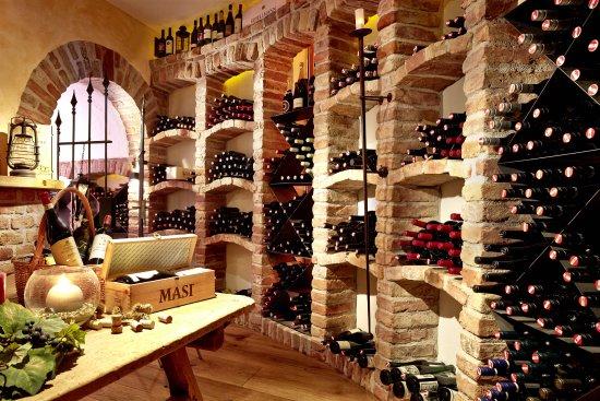 Alpen Wellness Hotel Barbarahof: Unsere Dipl. Sommeliers verwöhnen Sie mit besten Weinen aus unserem exklusiven Weinkeller