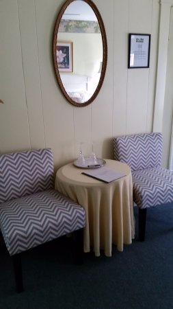 Glen Mhor B&B: Lily Room Seating area