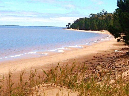 Hostel San Gregorio: Playa de agua dulce arena fina temperatura del agua perfecta