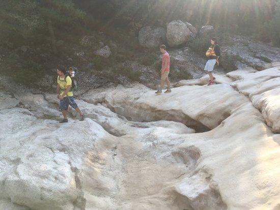 Akrata, Grekland: Сентябрь, река высохла)