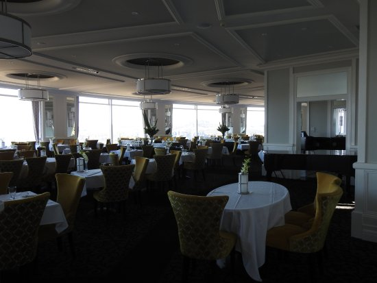 Medlow Bath, Australia: The grand dining room for lunch and dinner, complete with a grand piano.