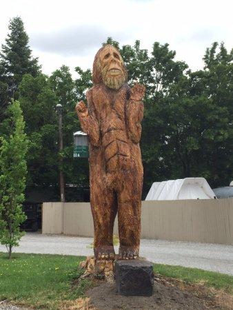 Spokane Valley, วอชิงตัน: Bigfoot welcomes you!