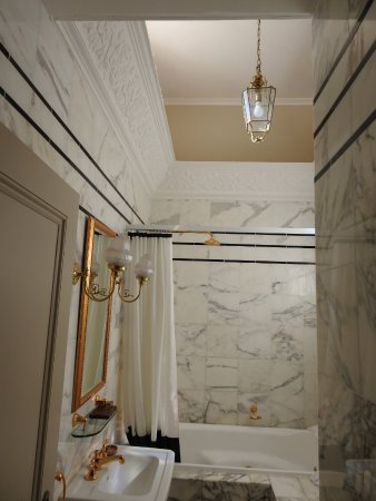 Medlow Bath, Australia: High ceilings and marble everywhere