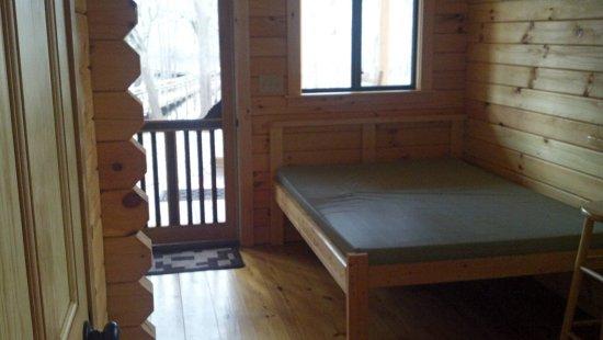 Branford, ฟลอริด้า: Cabin rentals, riverside, sleeps 4, A/C, own bathroom and kitchenette
