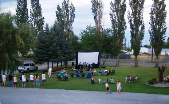 Spokane Valley, WA: Outdoor movies in July/August
