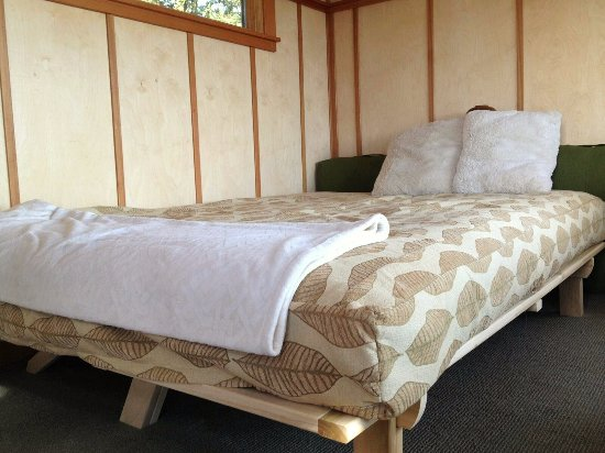 Woodinville, WA: tree house queen-size bed