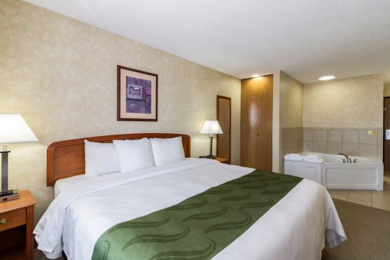 Marshall, MN: KING SUITE