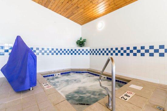 Marshall, MN: NEW HOT TUB