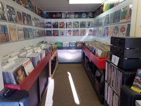 Πάουελ Ρίβερ, Καναδάς: Record bins are always full at Roxy Records