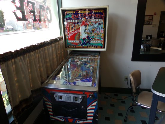 Atlanta, IL: Capt. Fantastic pinball at The Palms Grill Cafe