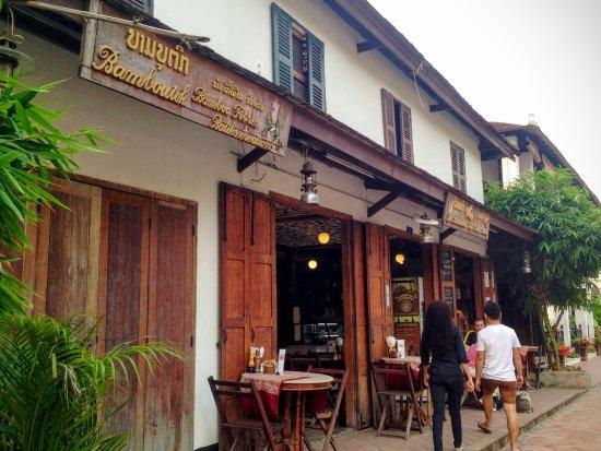 Le Banneton Cafe: front of cafe