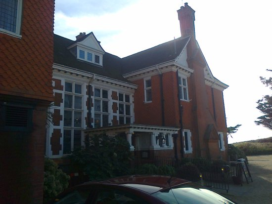 Milford on Sea, UK: The front of the hotel