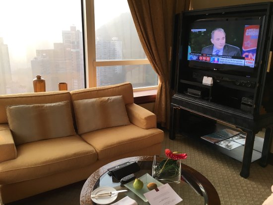 Conrad Hong Kong: Living area is very comfortable, bathroom extremely roomy and great views! Only wish there were