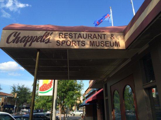North Kansas City, MO: Chappell's Restaurant & Sports Museum