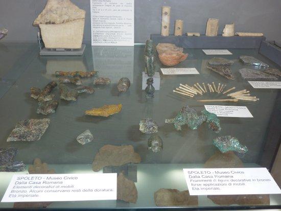 สโปลโต, อิตาลี: Frammenti di figure decorative in bronzo