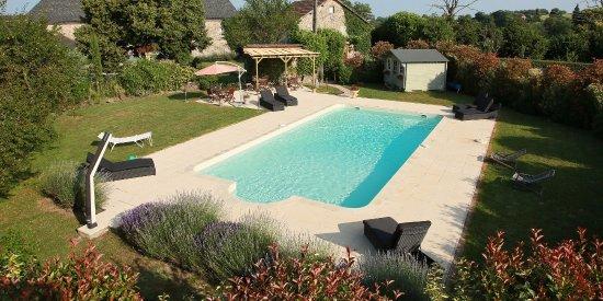 Pireneje Centralne, Francja: Détente au bord de la piscine