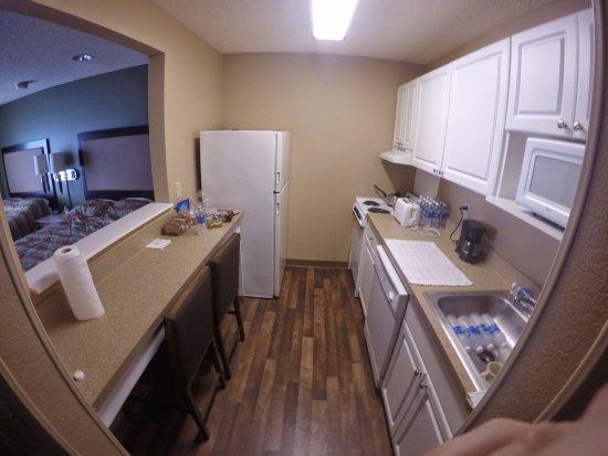 Extended Stay America - Orlando Theme Parks - Vineland Rd.: Quarto com duas camas de casal e cozinha