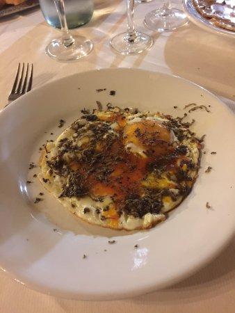 Valtopina, Italia: uova al tartufo