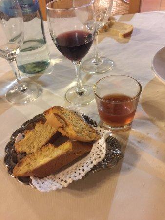 Valtopina, Italia: cantucci con il vin santo
