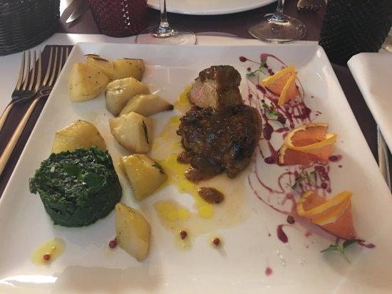 Empoli, อิตาลี: Piazza24 - Faraona agli agrumi con le sue verdure